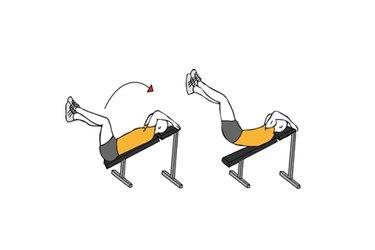 Elevación de piernas en banco inclinado
