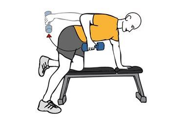 Patada de triceps con mancuerna rodilla apoyada sobre banco plano