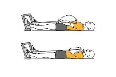 Curl de biceps con cable-polea acostado en el suelo