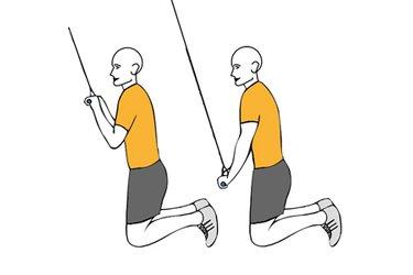 Extensión de triceps con cable-polea de rodillas
