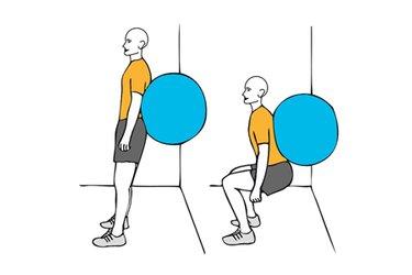 Media sentadilla con pelota de pilates