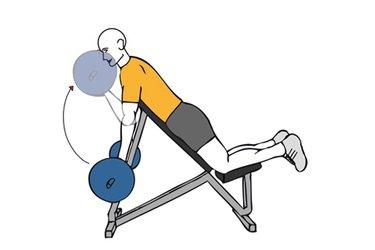 Curl de biceps con barra boca abajo en banco inclinado
