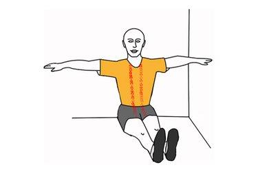 Estiramiento vertebral apoyado en la pared