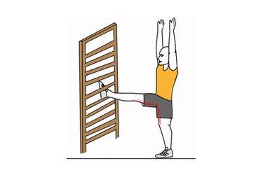 Estiramiento extensores de cadera,  brazos estirados y una pierna elevada