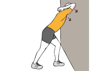 Estiramiento de triceps y pectoral apoyado en pared