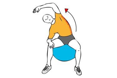 Estiramiento de abdominales oblicuos sobre pelota de pilates