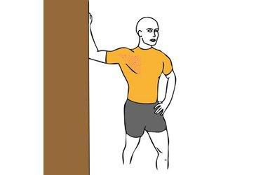 Estiramiento pectoral con el brazo flexionado y apoyado