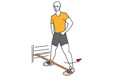 Abducción de cadera con banda elastica y piernas abiertas