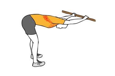 Estiramiento pectoral y dorsal con el tronco flexionado