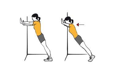 Flexiones de brazos de pie apoyados en la pared