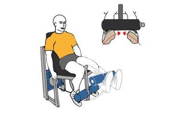 Extensión de piernas en maquina pies hacia dentro