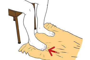Arrugar una toalla con los dedos del pie