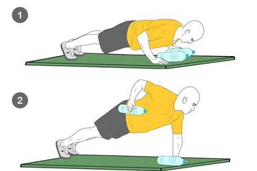 Flexiones y remo con botellas de agua